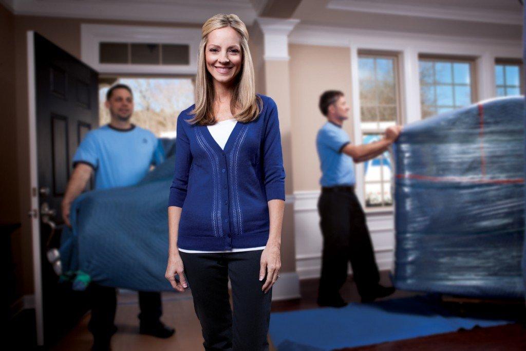 les travailleurs effectuant des services de déménagement
